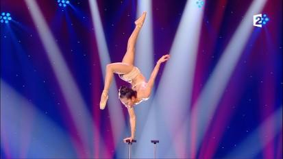 Heejin-Diamond-Contortion-DVB-T-@-FRANCE2-HD-Le-plus-grand-Cabaret-du-Monde-N°18X-10-06-2017_18-1